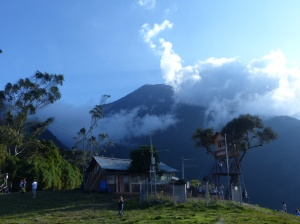 Rauchzeichen: Vulkan bei Banos, Ecuador