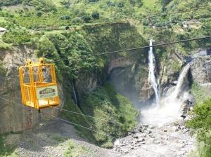 Ecuador: Tarabita über eine Schlucht bei Banos