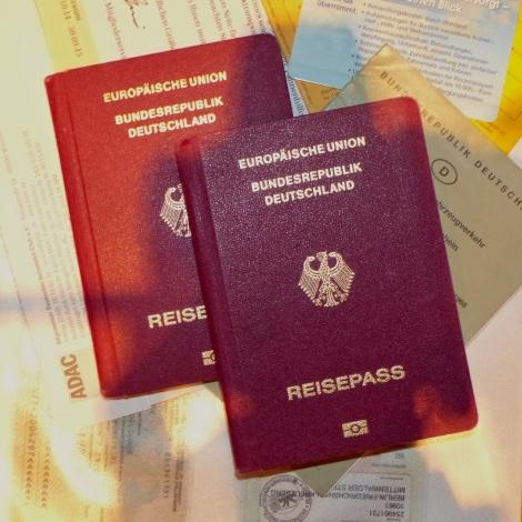 Papierkram-Reisevorbereitungen mit Kindern